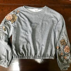 INTU Sweatshirt with Embroidered Flowers